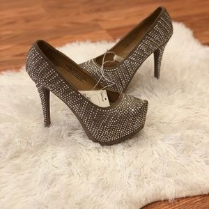 Bling jeweled pumps heels size 7